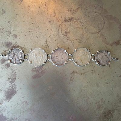 Armband med jubileumsmynt