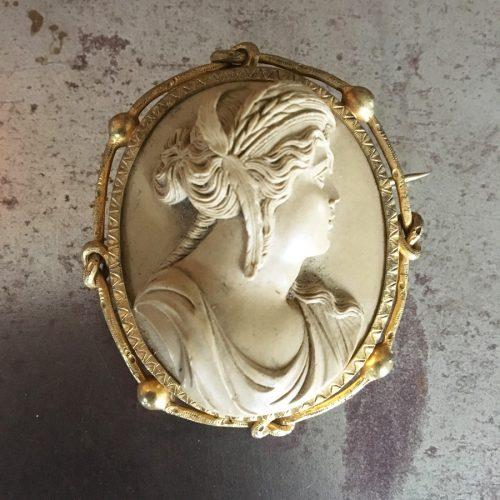 Lavastenskamé, damporträtt, 1800-talets miss.