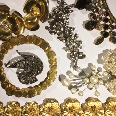 Vintagesmycken och bijouterier