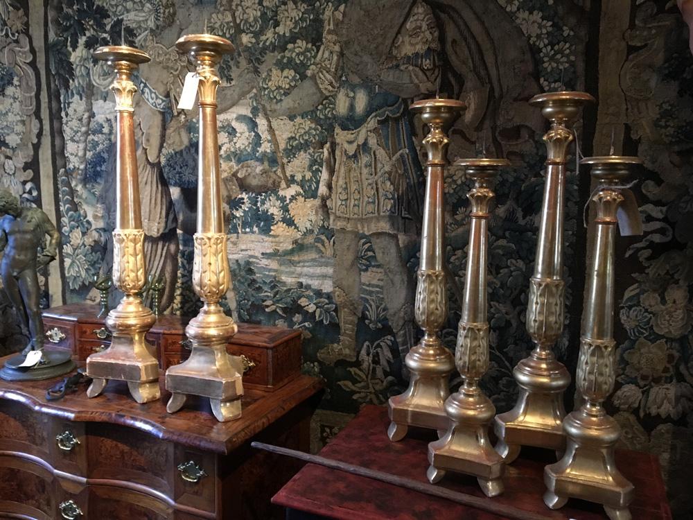 Antika altarljusstakar från 1800-talets första hälft.