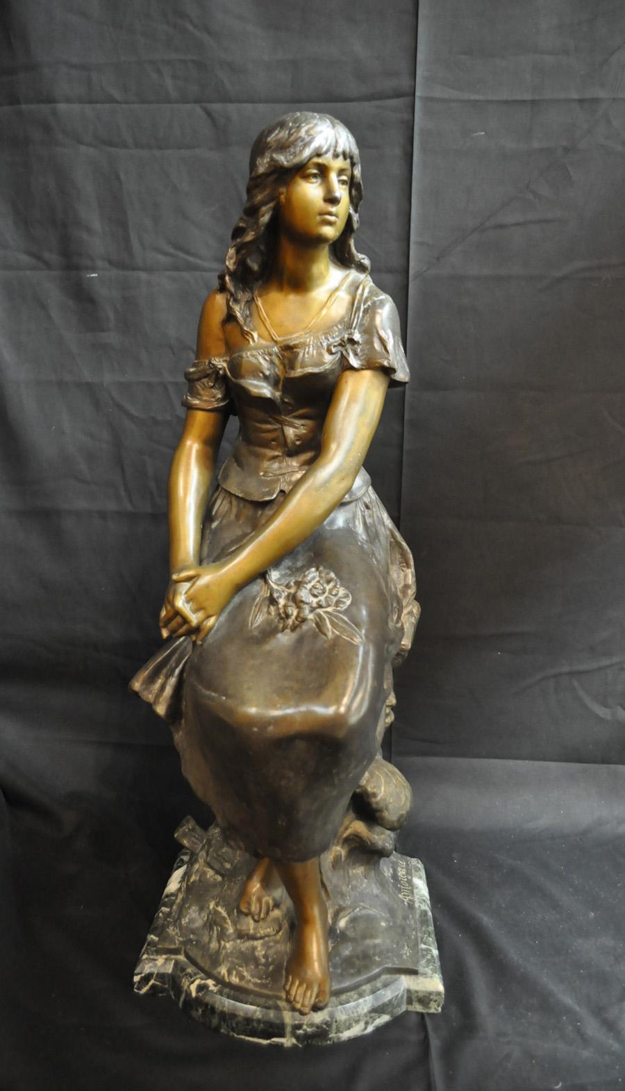Skulptur av sittande kvinna, Auguste Moreau