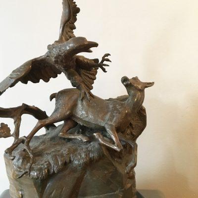 Skulptur, 1800-tal, med gems och örn.