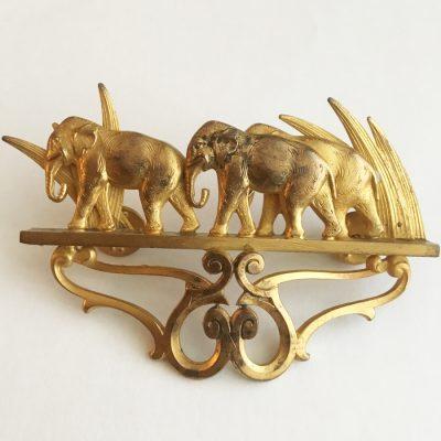 Vintagebrosch från 1980-talet med elefanter.