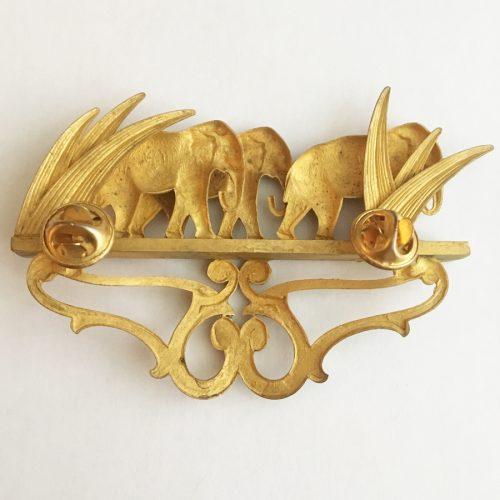 Baksida. Vintagebrosch från 1980-talet med elefanter.