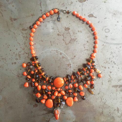 Färgglatt halsband från 1960/70-talet. Vintage.