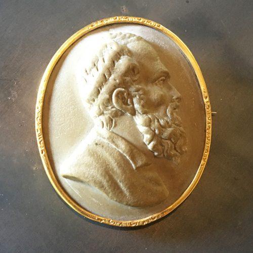 Lavastenskamé, mansbyst i profil. 1800-tal.