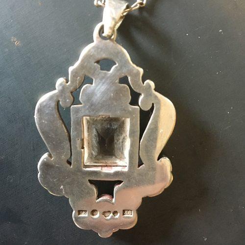 Stämplar. Silverhänge med bergskristall, 1948.