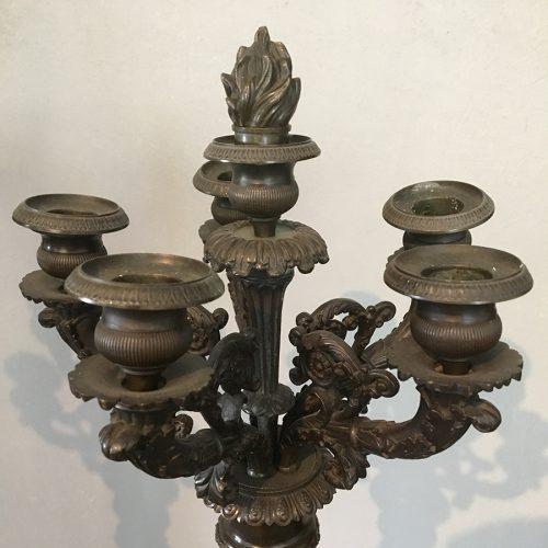 Fem stycken ljushållare i brons