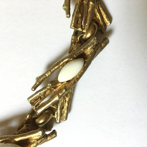 Varje smyckesdel är dekorerad